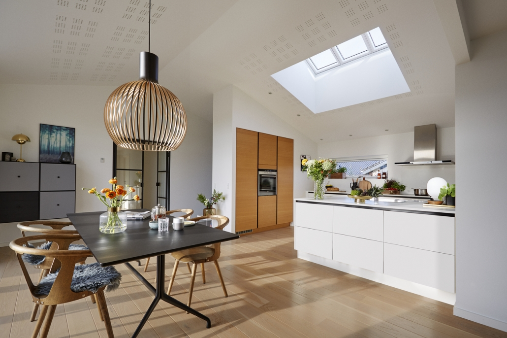 кухня в мансардата, интериорни решения, практичност, кухня