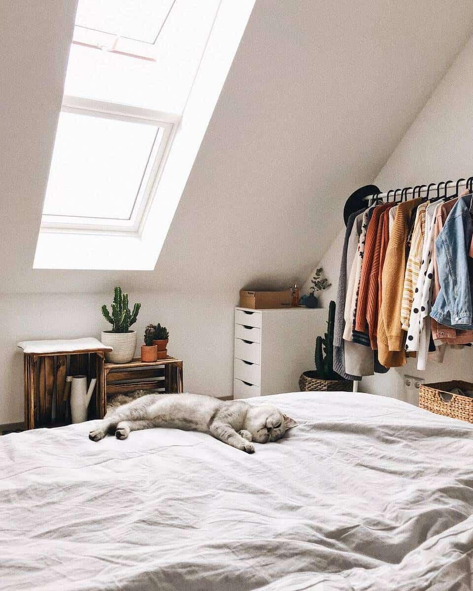 спалня, мансарден етаж